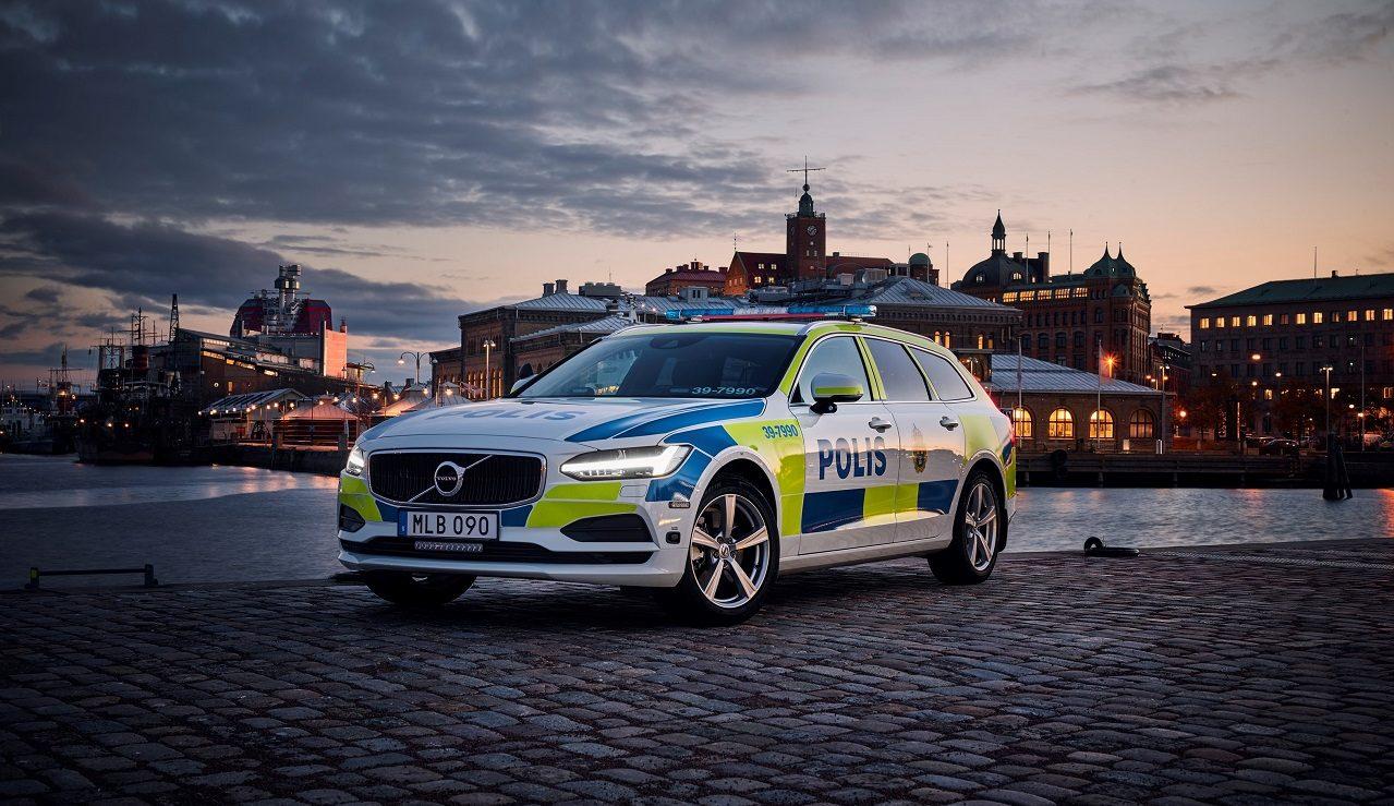 صورة فولفو V90 في خدمة شرطة السويد