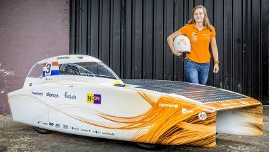 صورة انطلاق سباق بريجستون للسيارات العاملة بالطاقة الشمسية عبر صحراء أستراليا