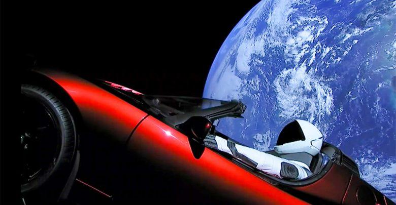 صورة إطلاق صاروخ SpaceX: شاهد سيارة تسلا رودستر تحلق بعيداً في الفضاء