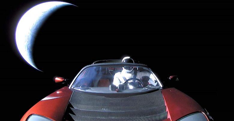 صورة أتذكر تسلا رودستر التي حلقت في الفضاء؟ إنها تطوف الآن حول المريخ!