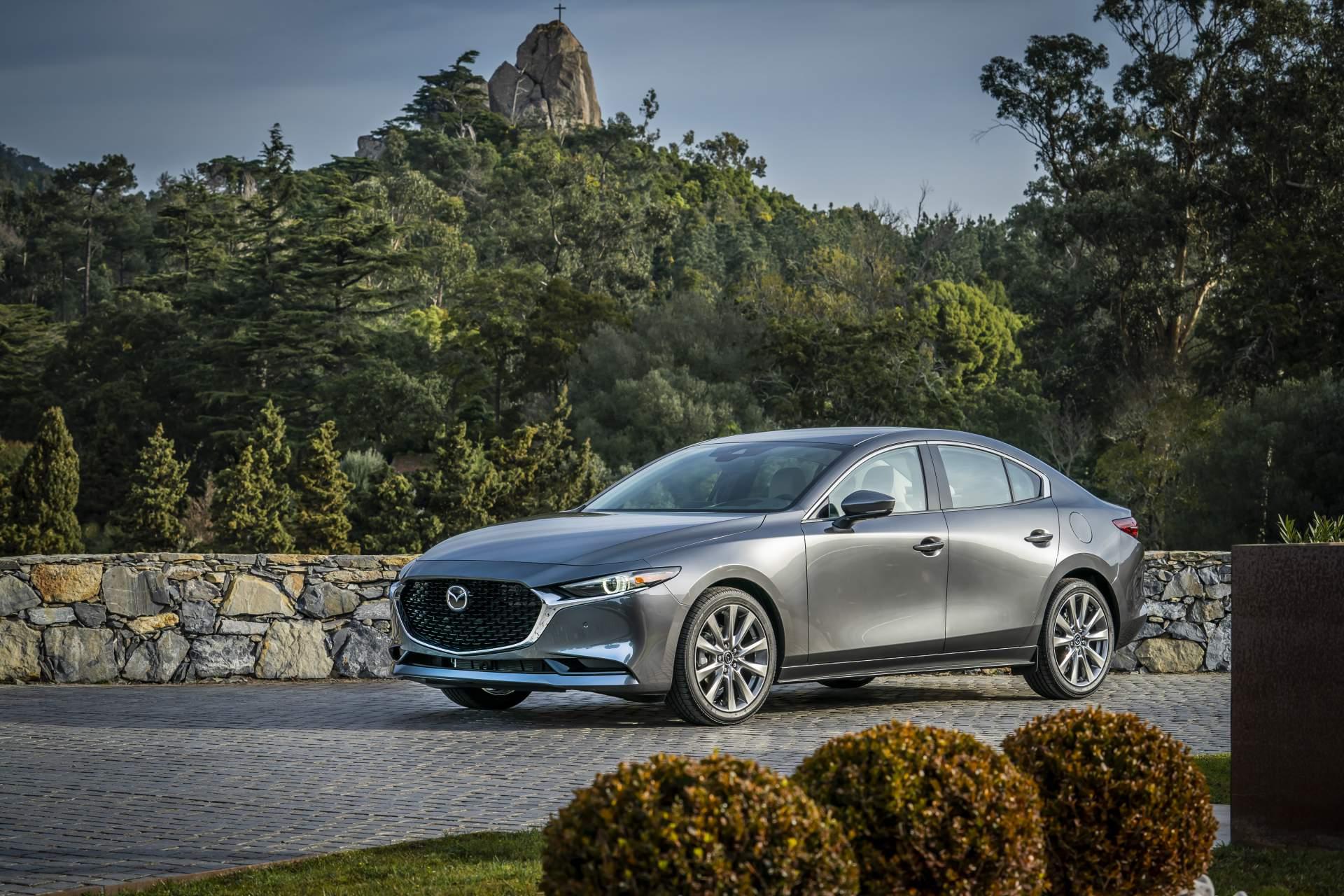 Kelebihan Mazda 4 Harga